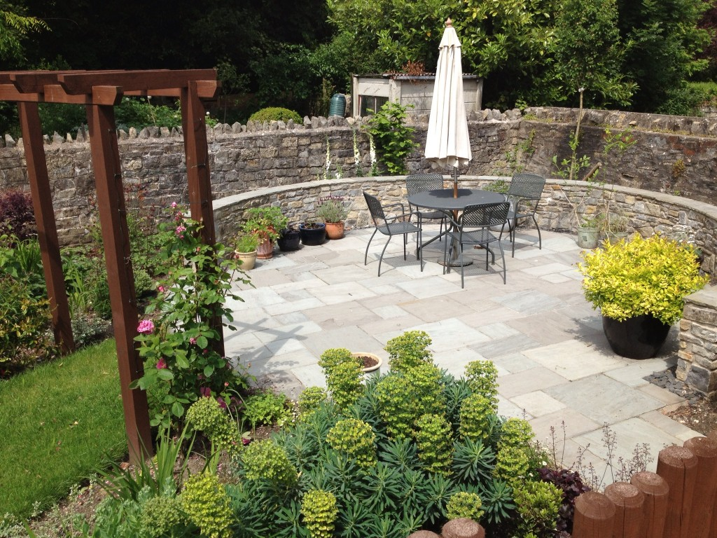 SPECIALISTS IN GARDEN MAKEOVERS
